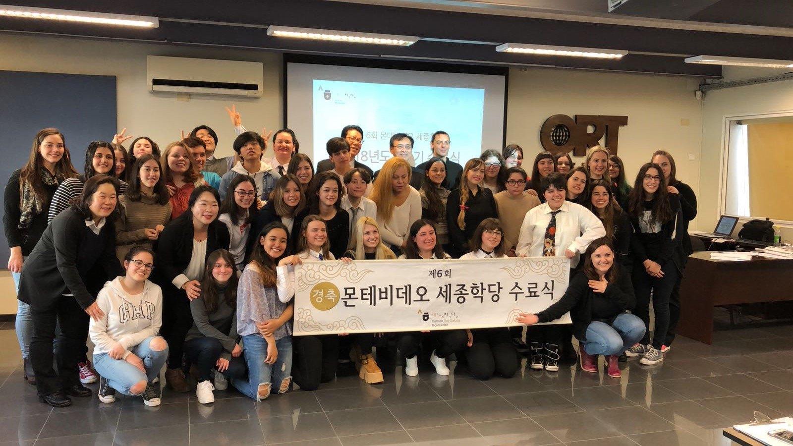Ceremonia de fin de semestre del Instituto Rey Sejong Montevideo