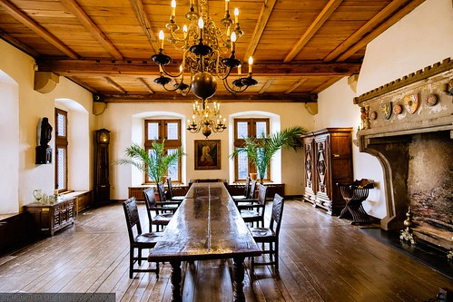 Here are a few examples of interior design styles and their characteristic elements.