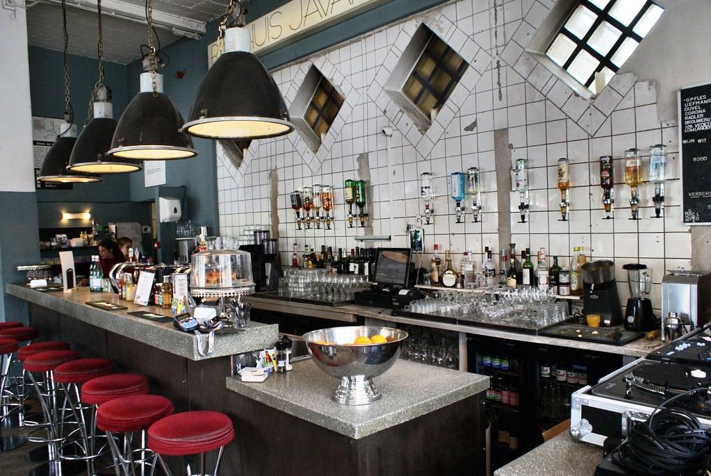Dans un bar de Javaplein aujourd'hui Badhuis Oedipus, un microbrasseur funky du nord d'Amsterdam.
