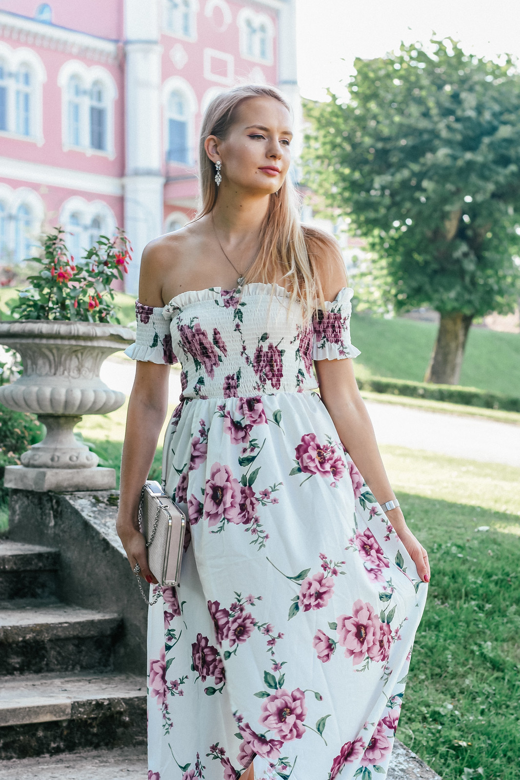 Off the shoulders dress outfit inspiration