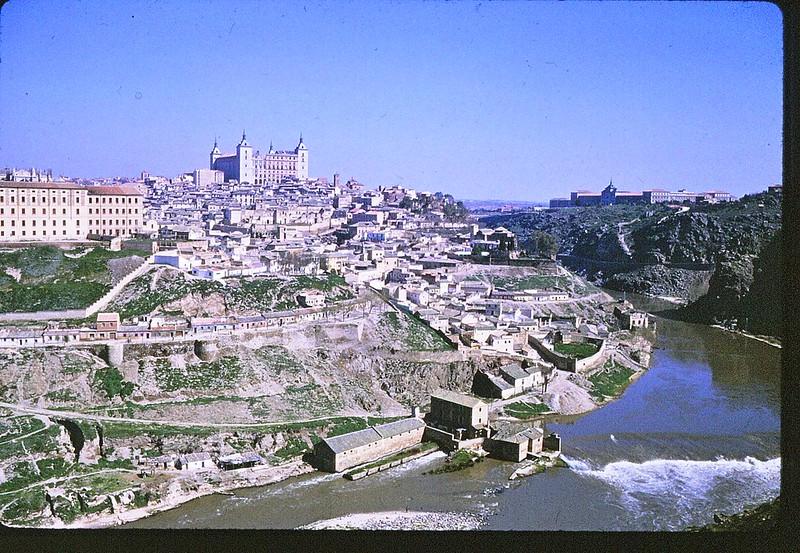 Toledo en abril de 1963. Película Kodachrome. Donación de la familia Burgos.