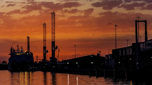 Sunset over the docks, Nikon D5200, AF-S DX VR Zoom-Nikkor 18-105mm f/3.5-5.6G ED