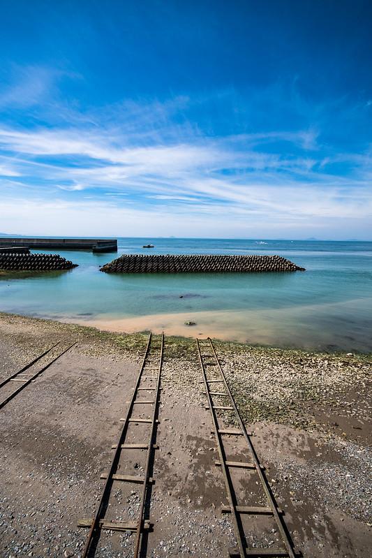 下灘駅近くにある「海に沈む線路」