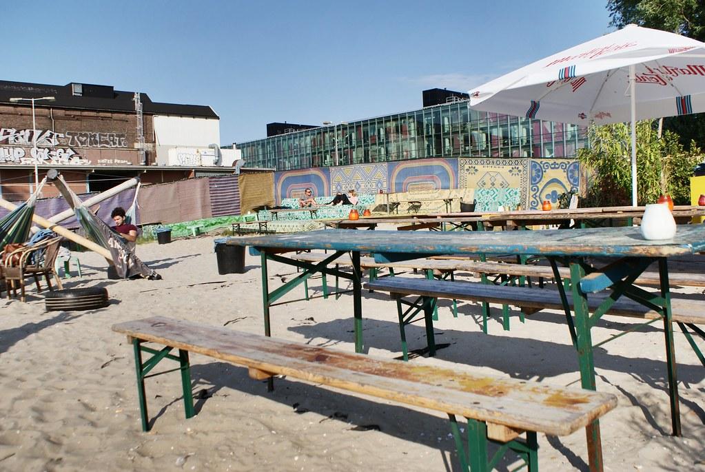 Roest à Amsterdam, banc en bois ou hamac ?