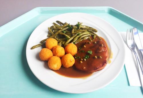 Pork steak with beans, croquettes & pepper sauce /  Schweinerückensteak mit Kroketten, Bohnengemüse & Pfeffersauce