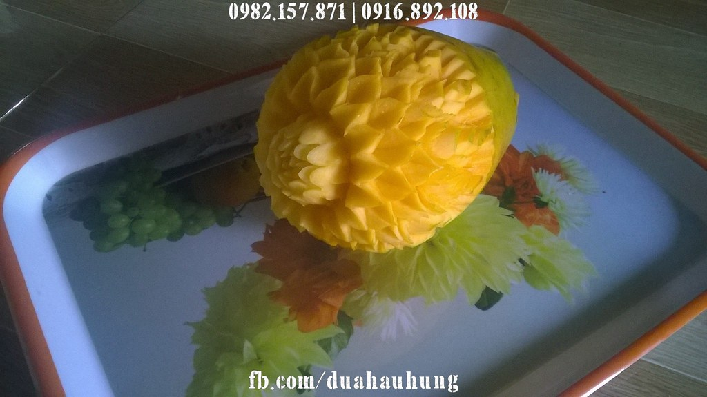 Tạo hình hoa từ quả Đu đủ