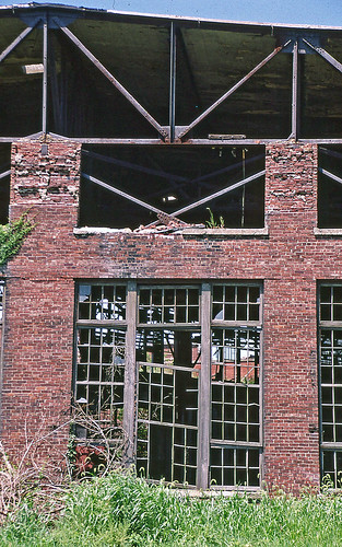 crestlineohio roundhouse pennsylvaniarailroad abandonedbuildings windows