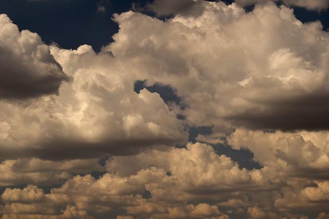 clouds 170517006, Nikon D3300, AF Nikkor 28mm f/2.8D