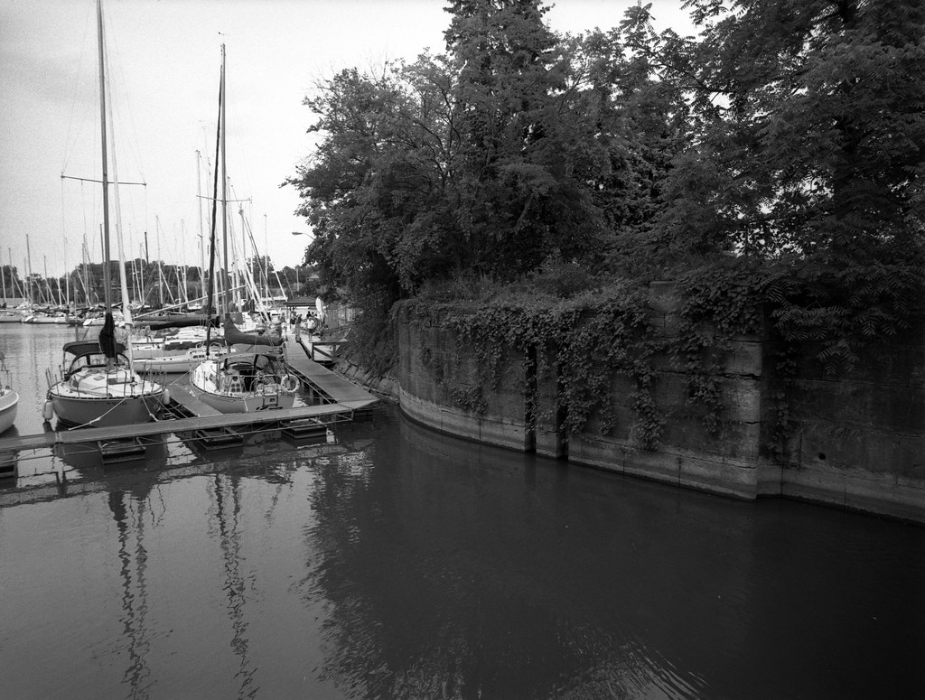 CCR:FRB - Review 26 - Rollei Superpan 200 - Roll 02 (Rodinal)