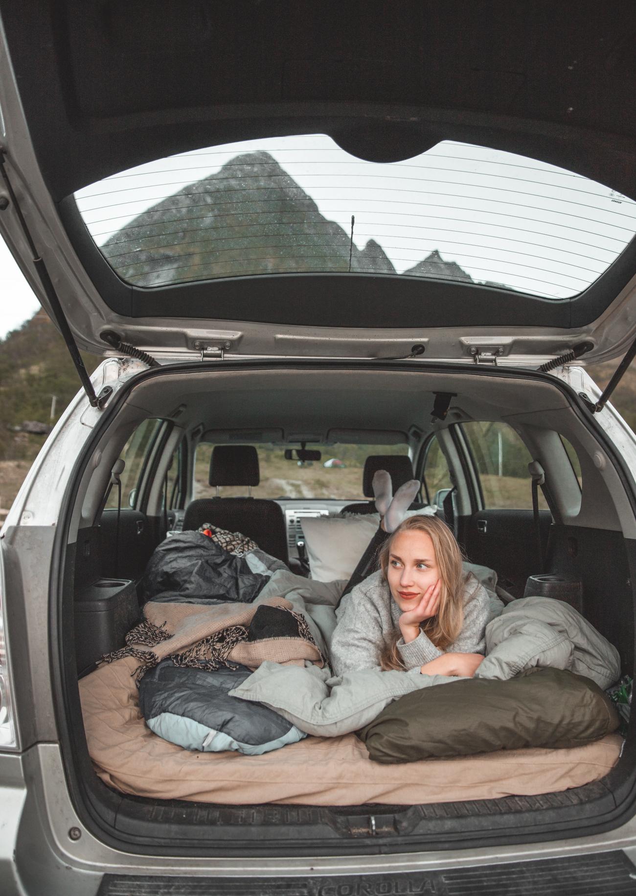 autossa nukkuminen-3