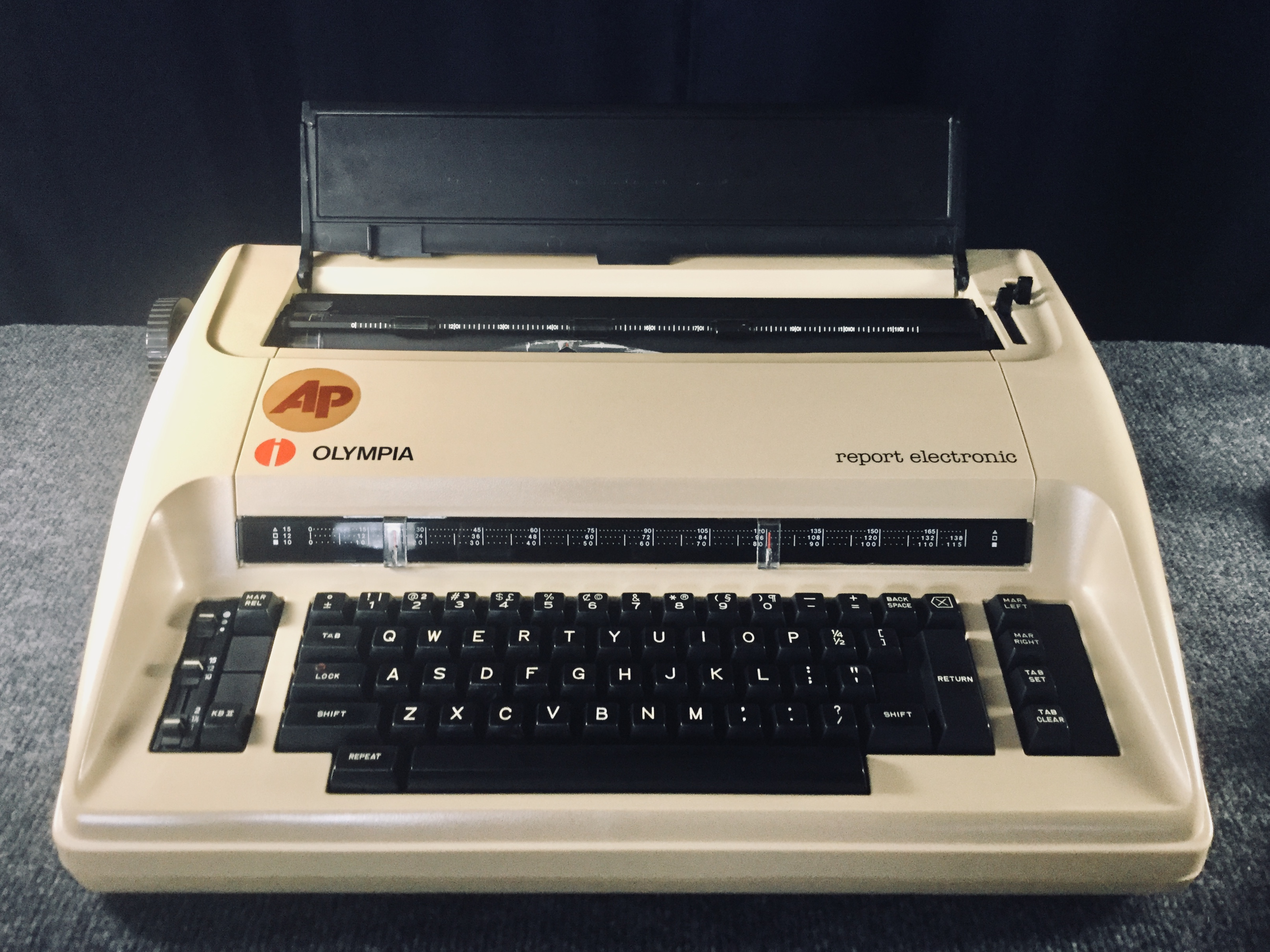 Olympia report electronic Typewriter