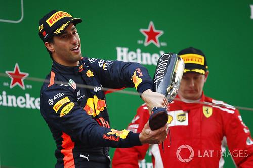 Daniel ja Kimi podiumilla Kiina 2018