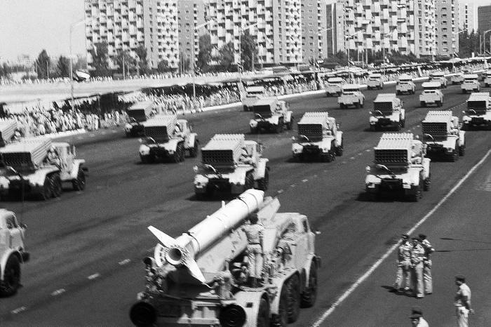 Luna-M-Grad-parade-egypt-q-id-1
