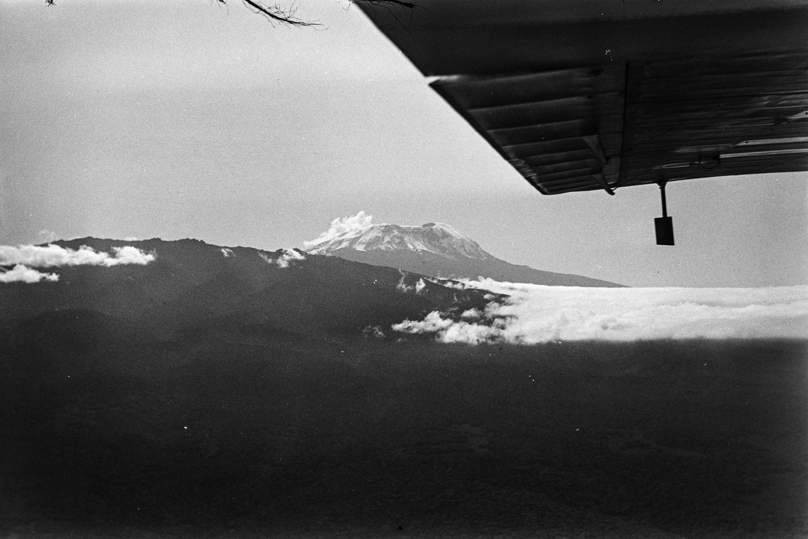 Танзания. Вид Килиманджаро.