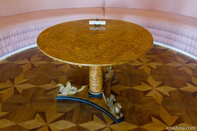Стол из карельской березы, усадьба Гончаровых, Полотняный Завод
