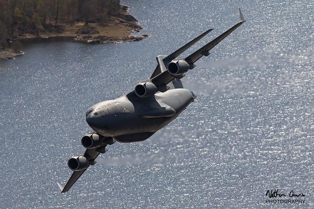USAF Boeing C-17 Globemaster 96-0002 low level at Thirlmere