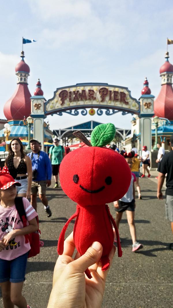 Apple Head's trip at: Pixar Pier