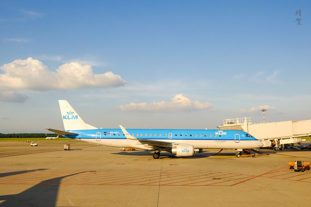 KLM E190 jet