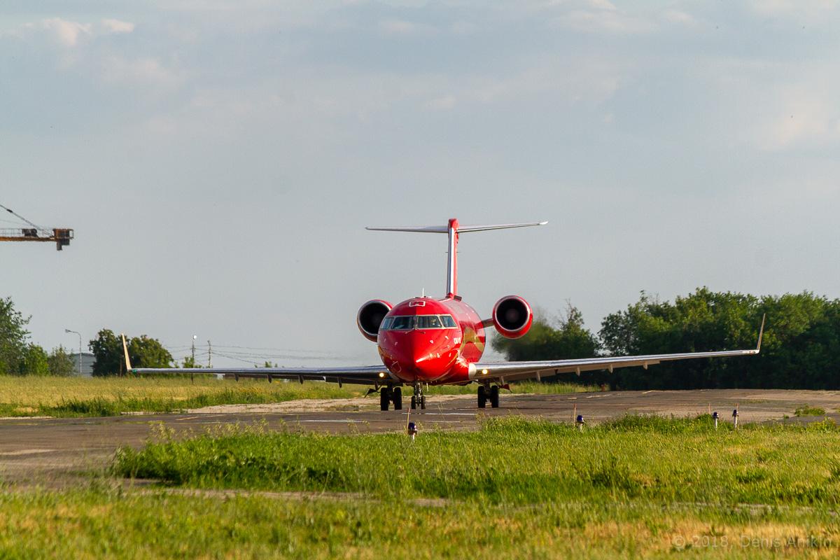 Rusline CRJ-100 VQ-BNA фото 1