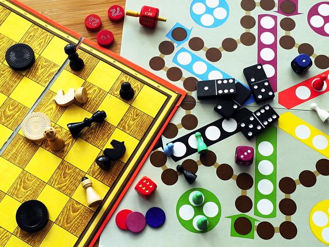 Board games, Nikon COOLPIX P7000
