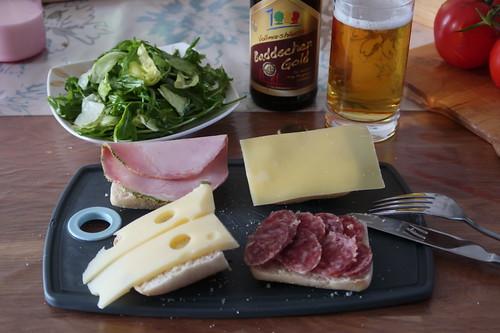 Abendbrot mit Ahle Wurscht, diversen Käsen, Schinken und Blattsalat