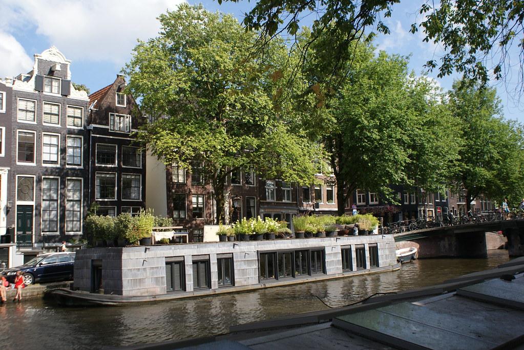 > Vivre sur l'eau et cultiver son jardin en même temps, dans le Jordaan à Amsterdam.