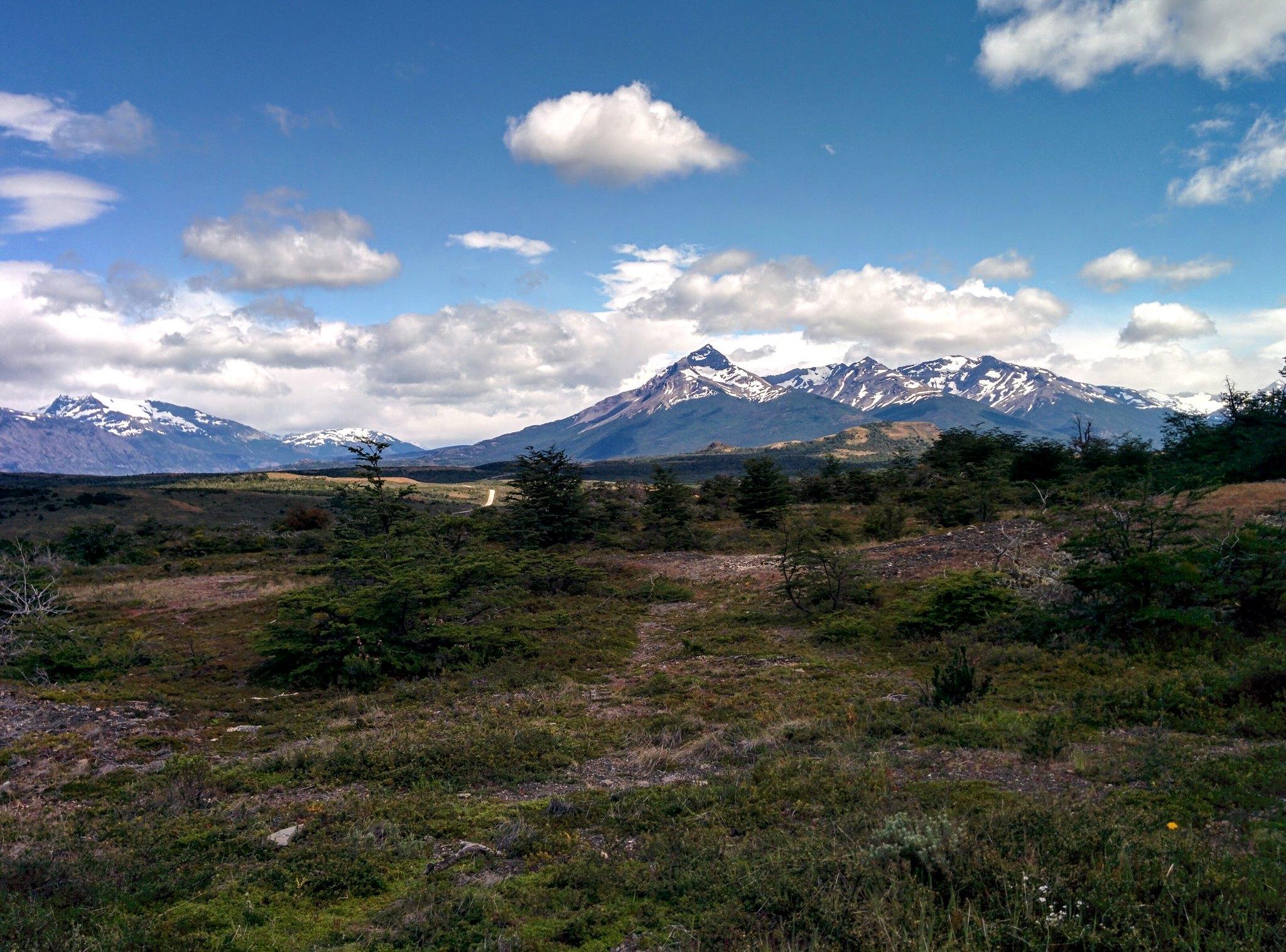 Mountain range from Cueva del Milodon
