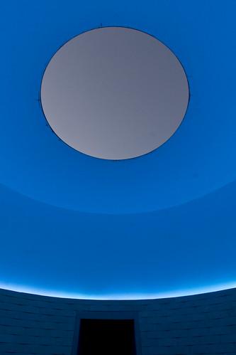 thewayofcolor jamesturrell light color crystalbridges sky dusk blue skyspace art bentonville ar