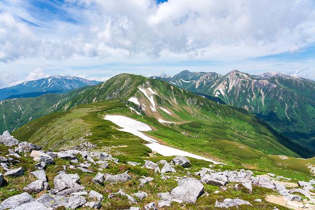 素晴らしい山岳風景を行く