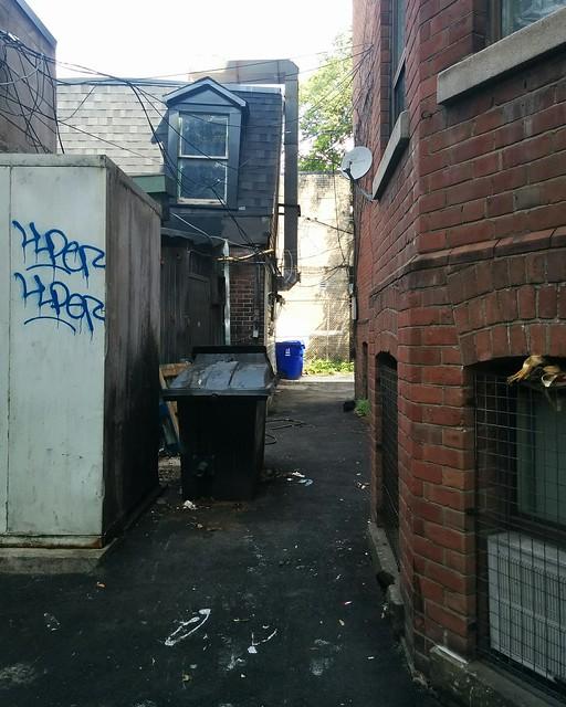 Behind Garage #toronto #churchandwellesley #churchstreet #garage #alley #laneway