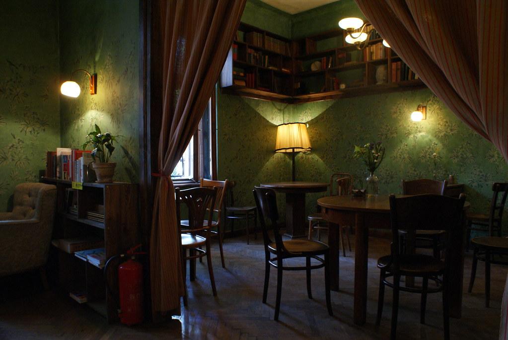 A l'intérieur du café de la librairie Massolit à Cracovie. Un lieu vraiment agréable pour discuter ou être au calme, bosser ou lire.