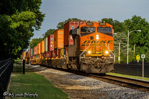25q bnsf6945 business canon capture cargo commerce digital eos es44c4 engine freight ge haul horsepower image impression landscape locomotive logistics mjscanlon mjscanlonphotography msu memphis memphisstate merchandise mojo move mover moving ns ns25q nsmemphisdistrict norfolksouthern outdoor outdoors perspective photo photograph photographer photography picture rail railfan railfanning railroad railroader railway scanlon steelwheels super tennessee tigers track train trains transport transportation uofm universityofmemphis view westend wow ©mjscanlon ©mjscanlonphotography intermodal container