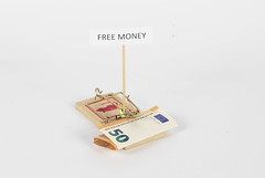 Mouse trap with Euro bill