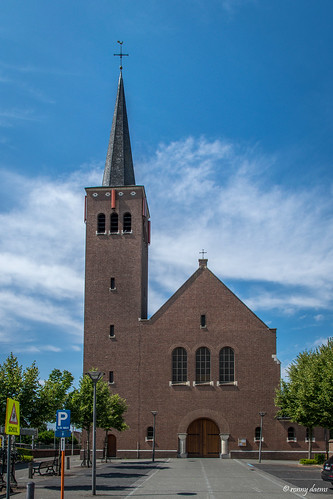Kessel-Station, O.L.Vr. Koningin van de Vredekerk.