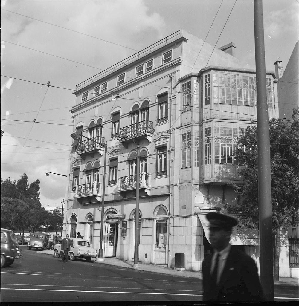 Rua D. Estefânia, 128 (A.J. Fernandes, 1966)