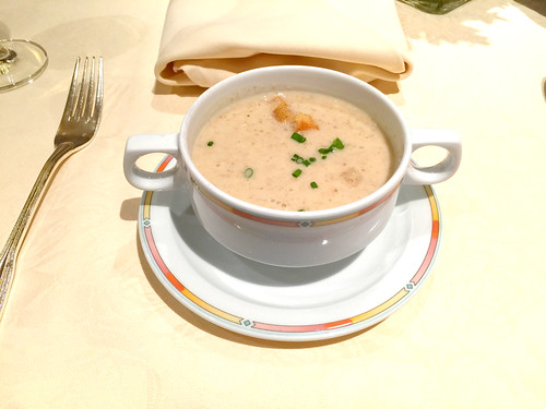 Mushroom soup with croutons / Pilzcremesuppe mit Croutons - Hotel Lamm - Heimbuchenthal