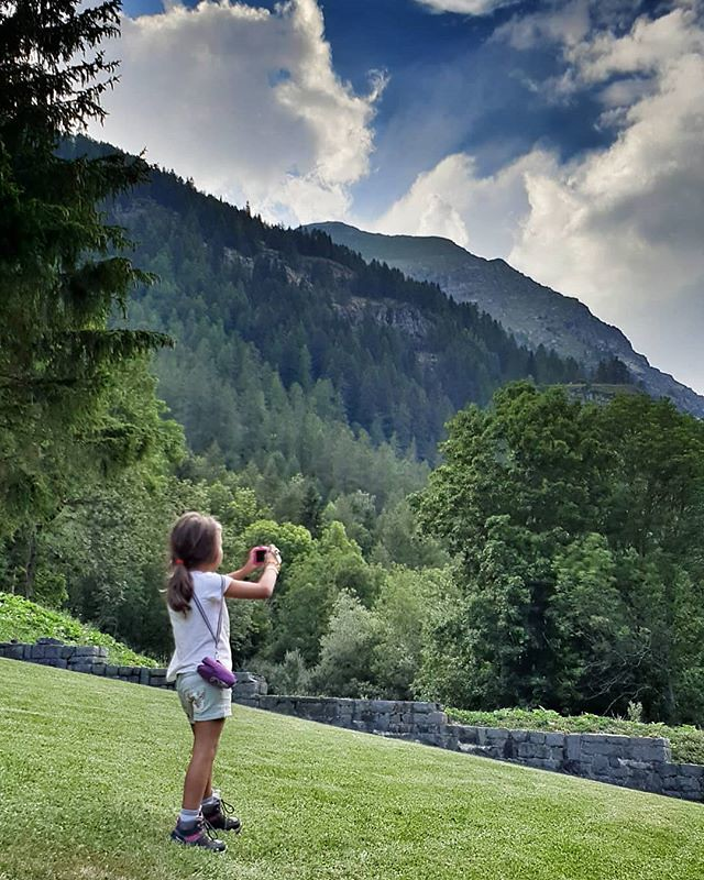 Taking pictures #mountain #gressoney #valdaosta #family #fun #photographs #kid #play #life #igers #igersitalia #travelgram #clouds #cloudy #photooftheday #picoftheday #green #grass #garden