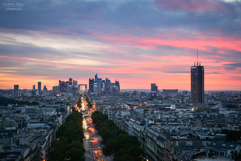 France | Sunset over La Défense in Paris