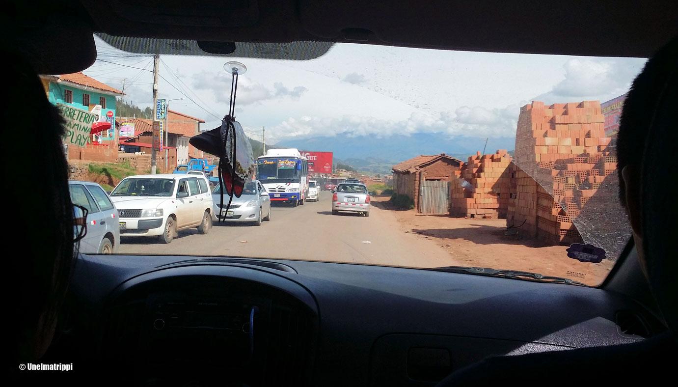 Pikkubussissa matkalla Cuscosta Ollantaytamboon