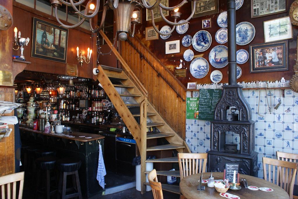 """A l'intérieur du Het Papeneiland, Café brun """"old school"""" à Amsterdam"""