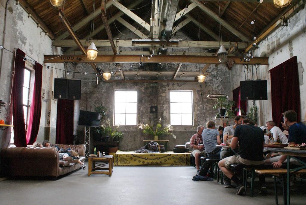 Intérieur industriel et un brin hippie du Roest à Amsterdam.