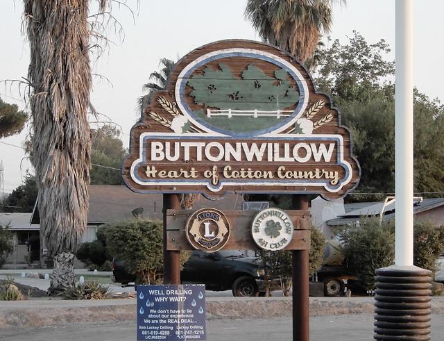 BUTTONWILLOW SIGN  DSCN6315
