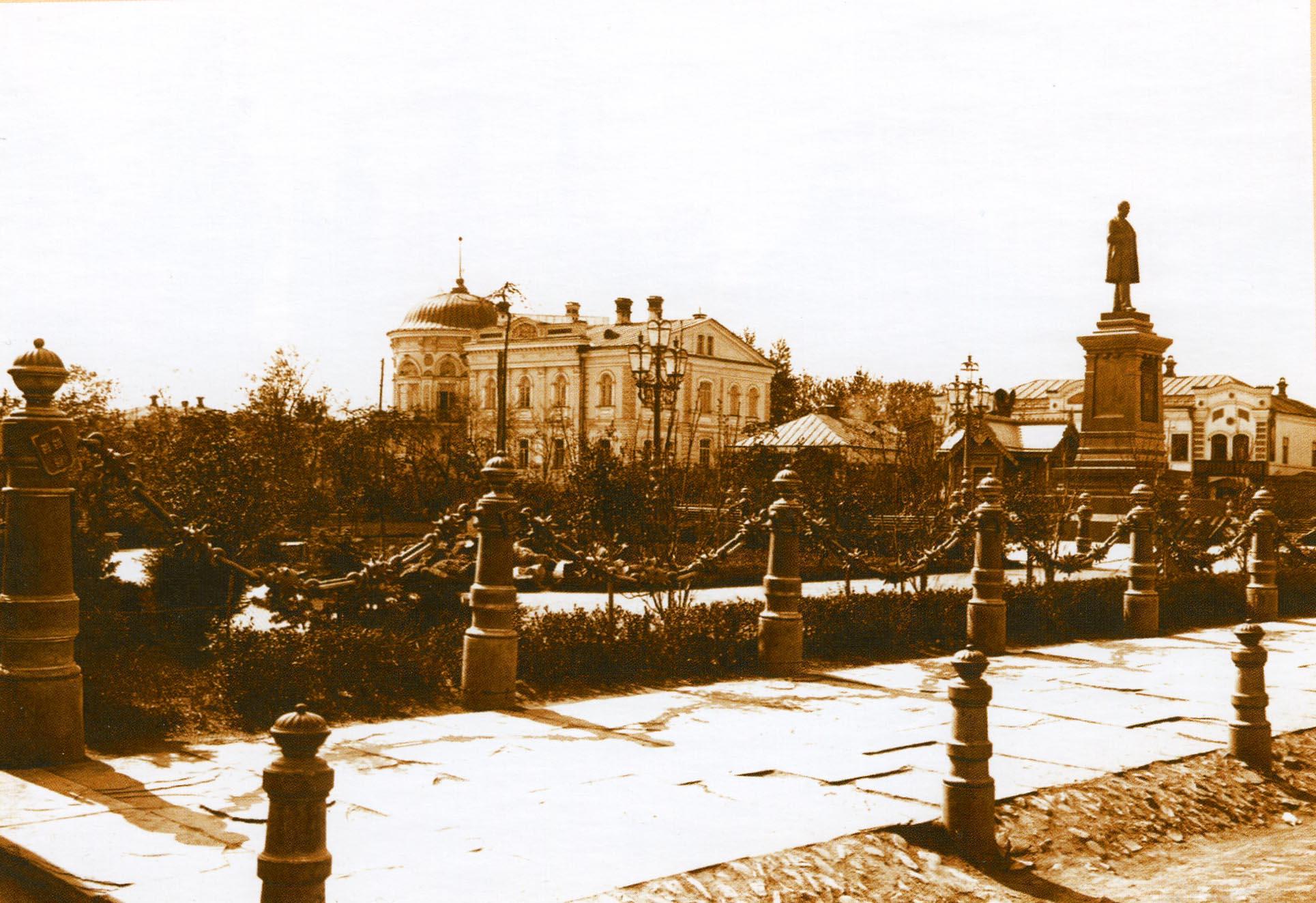Ограда Харитоновского сквера