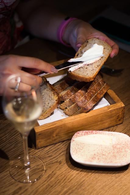 Unt și pâine de casă, cu maia