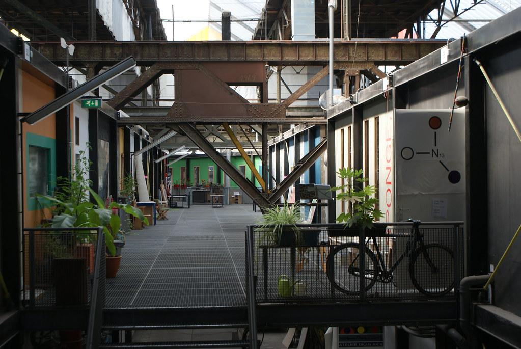 "> Espace bureau de l'ancien chantier naval NDSM d'Amsterdam devenu ""Art Factory""."