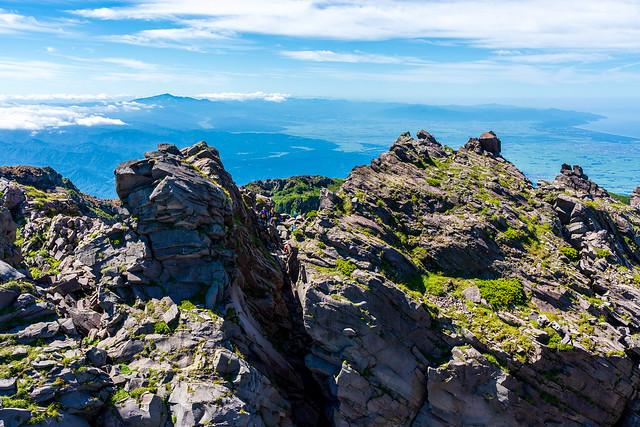 下りはここの岩をすり抜ける@鳥海山