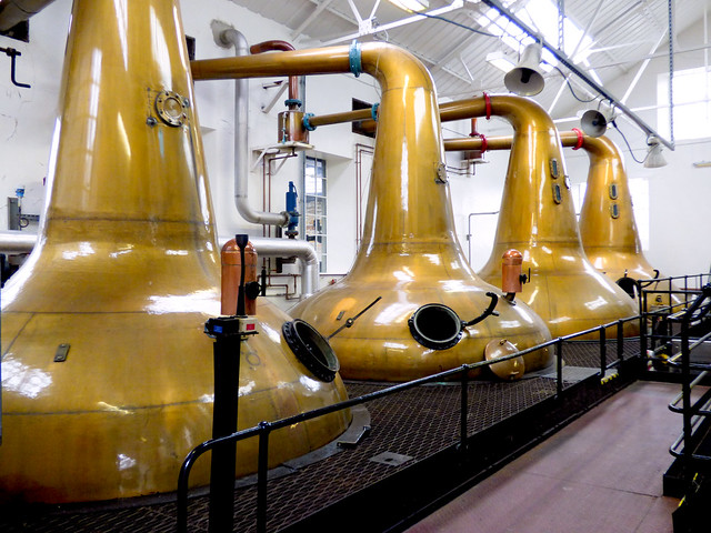 Highland Park Distillery - swan neck copper stills
