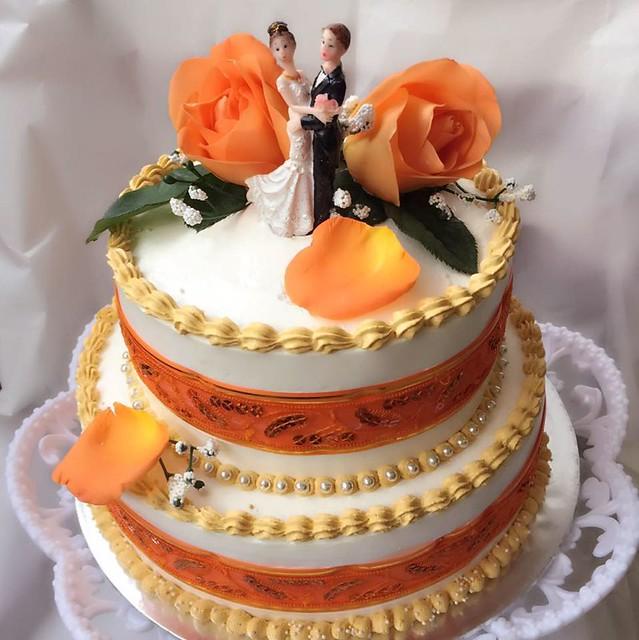 Wedding Cake by Poovidesh