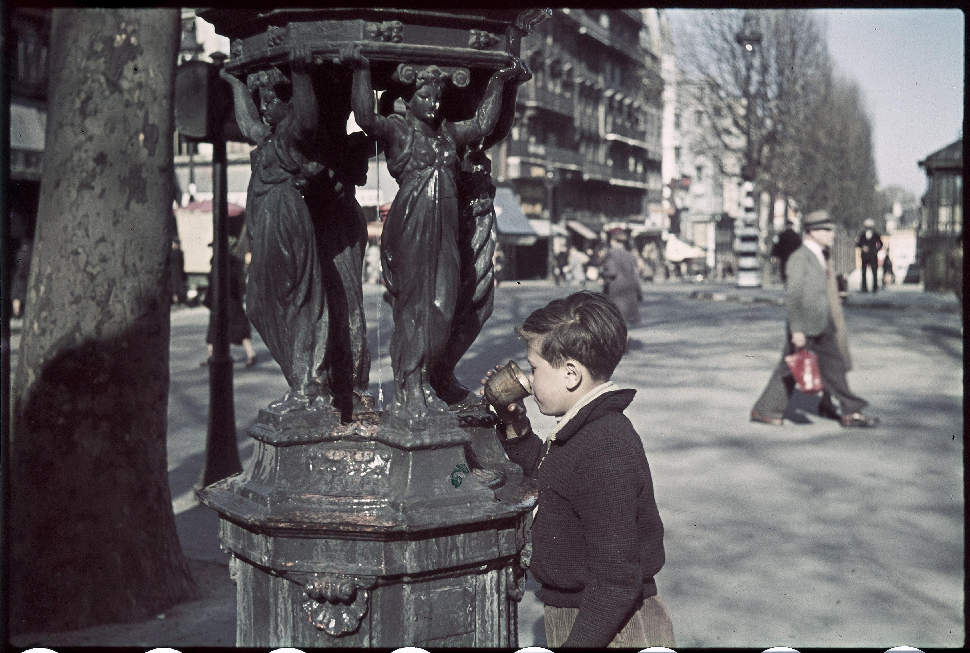 Фонтан Уоллеса, Бульвар Рошешуар