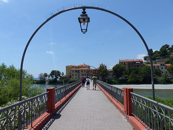 au bout du pont d ela Roya